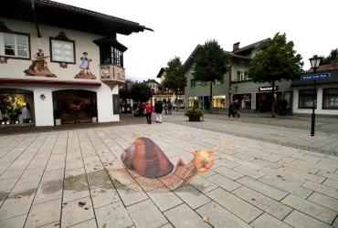 3D Streetart Rennschnecke auf dem Michael Ende Platz in Garmischpartenkirchen 2017 by FreddArt
