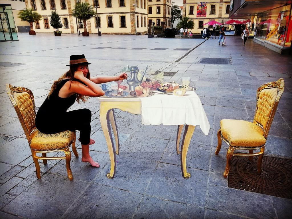 3D streetpainting artist Fredda Wouters